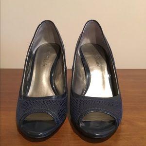 Navy blue Snakeskin look Open-toe Pumps. Size 7